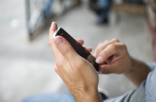 La tendinite du pouce: la maladie du SMS?